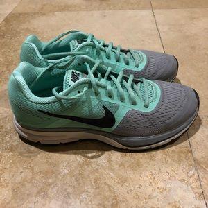 Nike Pegasus+ 30, mint/grey, size 9.5